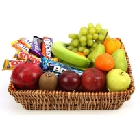Crunchy Bar Fruit Basket | Chocolate